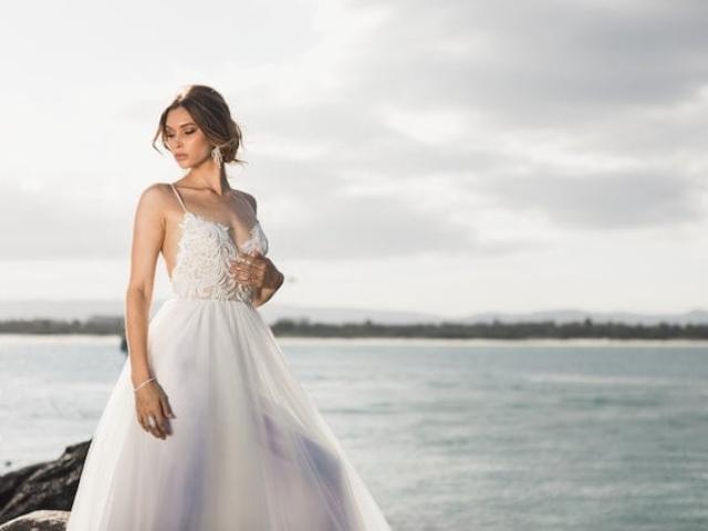 svatební šaty krajkované