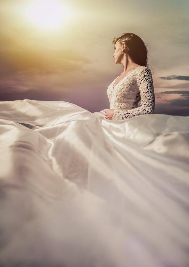 Svatební šaty s dlouhým rukávem