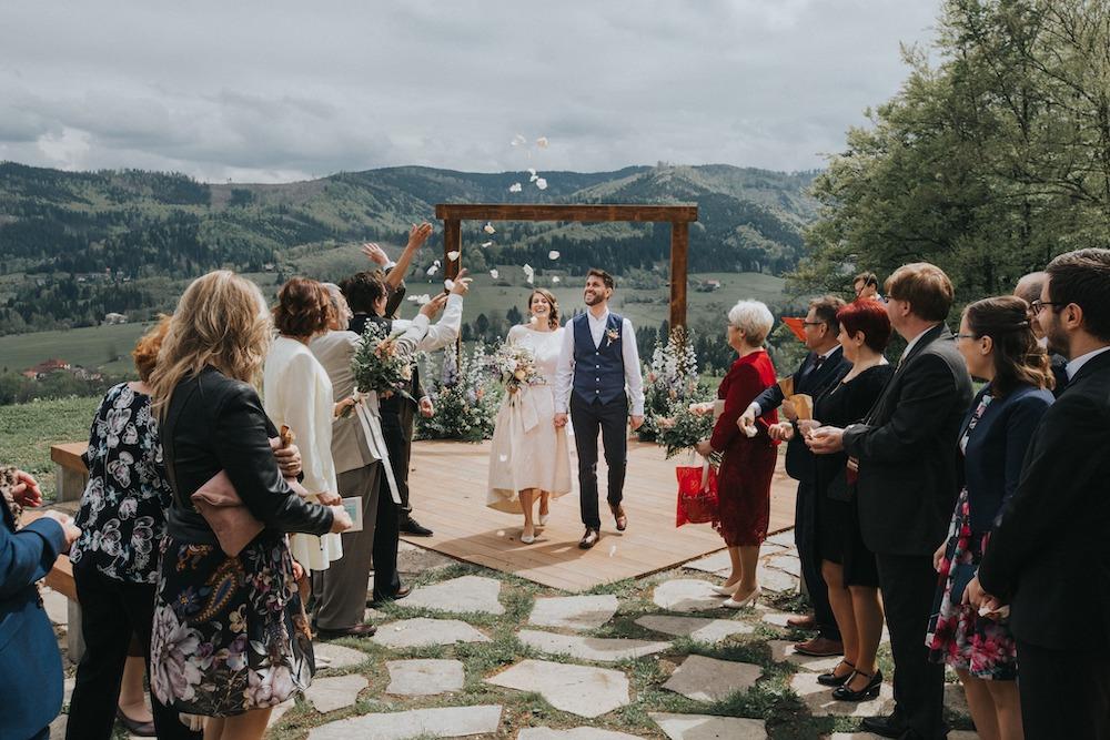 Jarní svatba na horách, svatební na louce Resortu Nová Polana