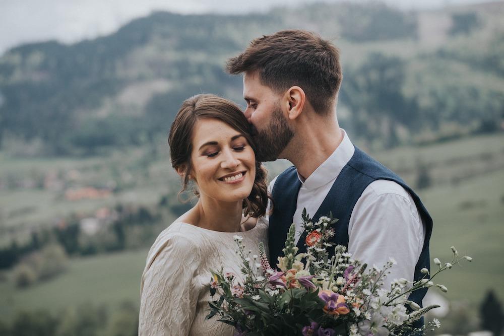 Novomanželé na svatební louce v Beskydech (Resort Nová Polana).