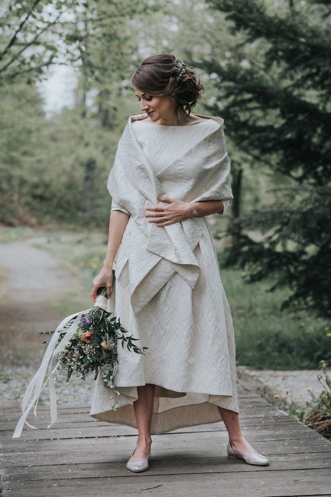 Nevěsta v trendy svatebních šatech 2020.