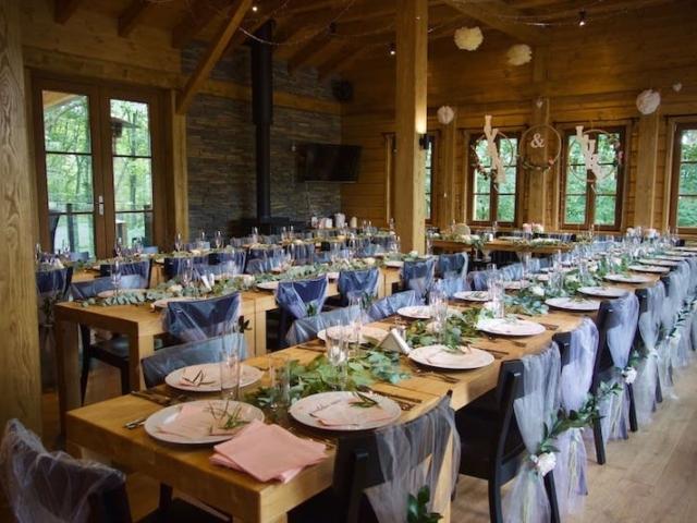 Svatební tabule a svatební výzdoba sálu