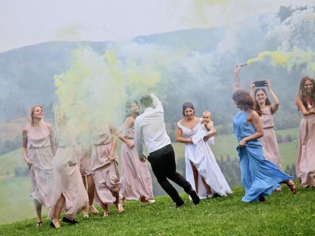Nevěsta a družičky - párty na louce