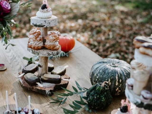 Detail svatebních mini dezertů.