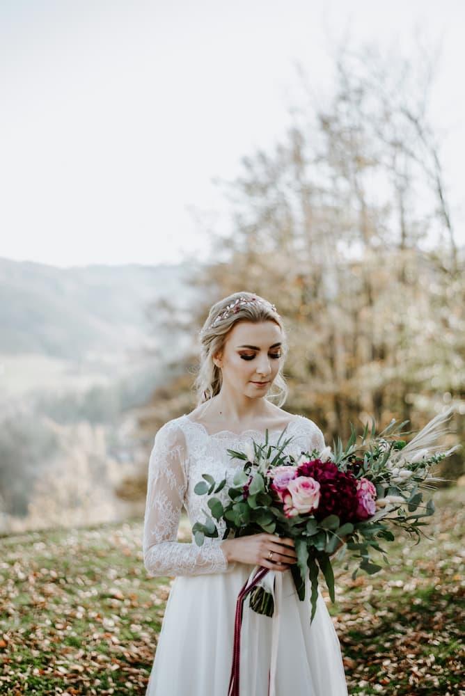 Nevěsta na svatební louce Resortu Nová Polana