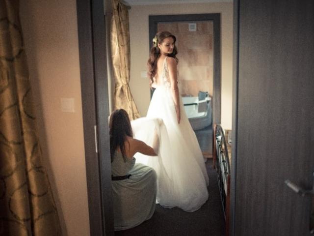 Nevěsta se obléka do sukně