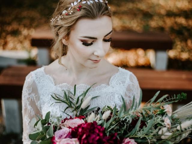 Nevěsta se svatební kyticí - podzimní