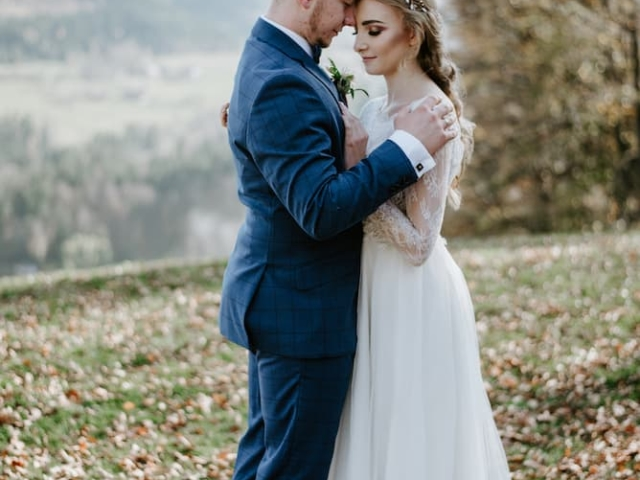 Podzimní svatba v Beskydech - nevěsta a ženich