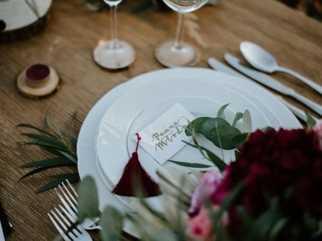 Prostírání svatebního stolu