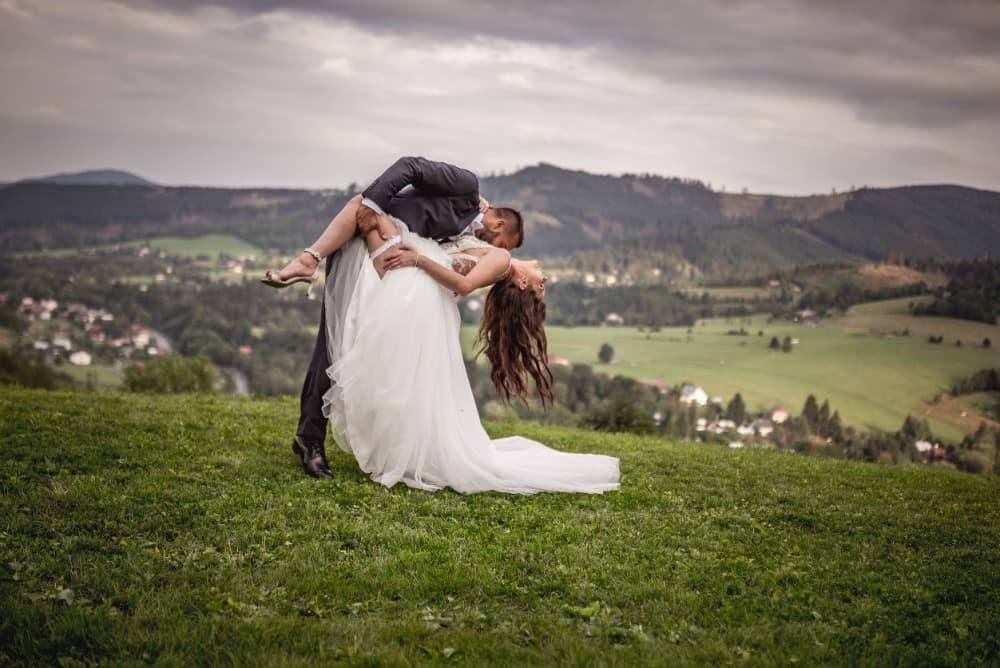 Svatba v Beskydech na louce s výhledem na hory - Resort Nová Polana