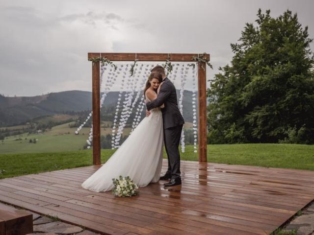 Svatba v děšti na louce - Resort Nová Polana