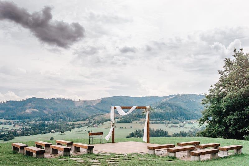 Jedním z krásných míst pro boho svatbu může být, také svatební palouček našeho resortu, který leží v srdci Beskyd