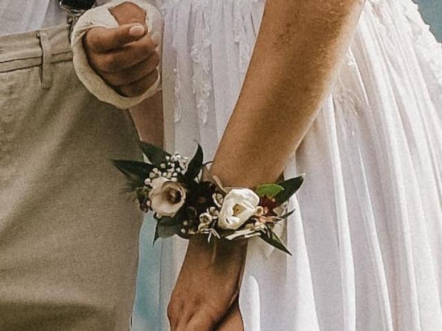 Náramek z květin - nevěsta
