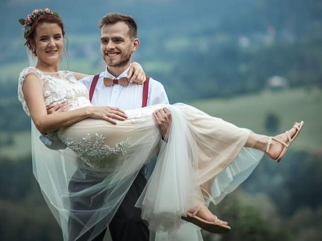 Boho svatba - nevěsta v sandálech