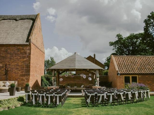 Statky, stodoly a farmy, jsou skvělým místem pro svatbu v přírodním stylu.
