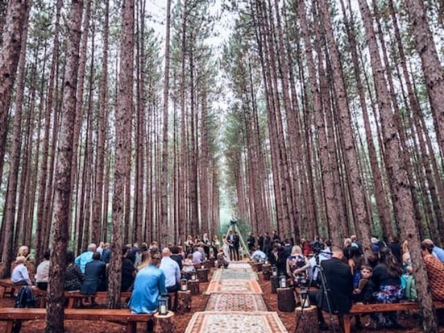 Svatba v lese v boho stylu