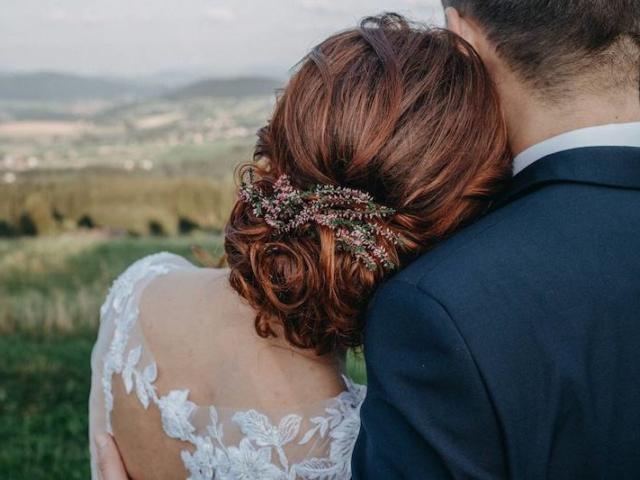 Přírodní svatební účes