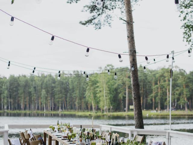 Svatba u rybníka.