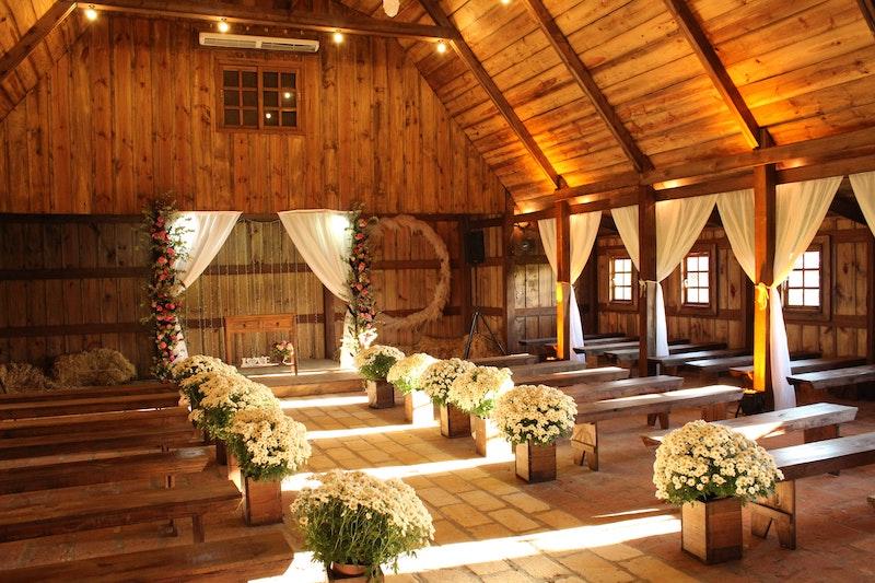 Svatba ve stodole.