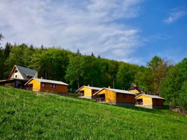 Výhled na chatky na areál Resortu Nová Polana
